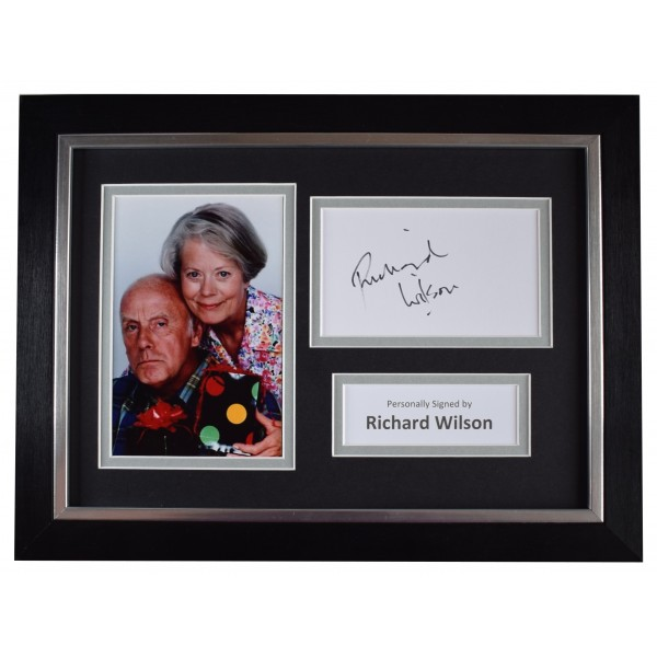 Richard Wilson Signed A4 Framed Autograph Photo Display TV One Foot in the Grave Perfect Gift Memorabilia