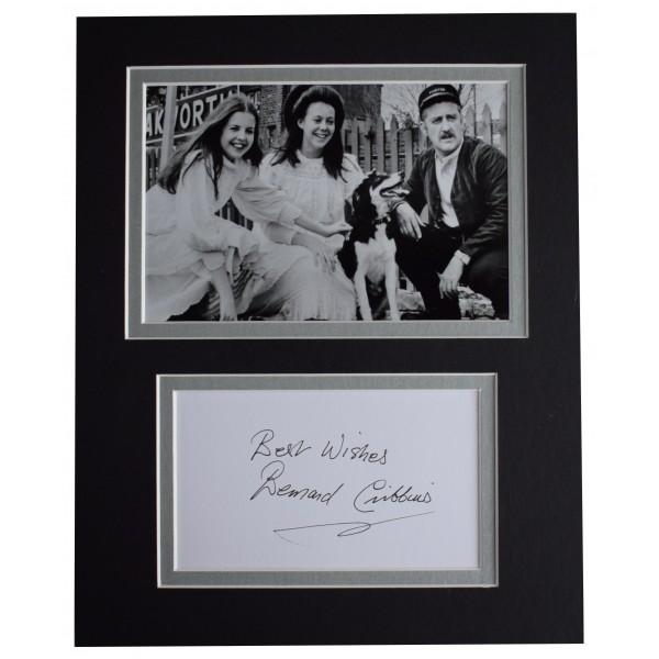 Bernard Cribbins Signed Autograph 10x8 photo display The Railway Children COA Perfect Gift Memorabilia