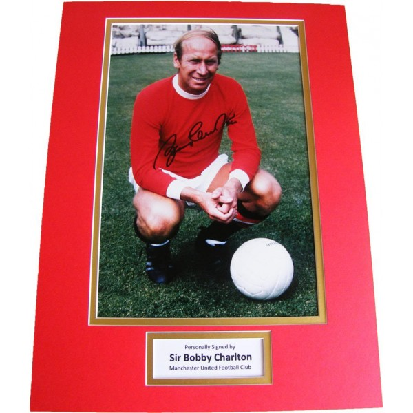 BOBBY CHARLTON HAND SIGNED AUTOGRAPH 16x12 PHOTO MOUNT MANCHESTER UNITED COA PERFECT GIFT
