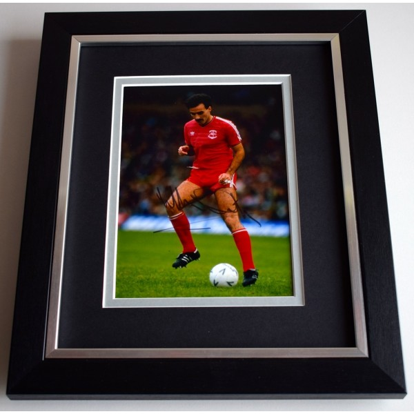 Willie Miller SIGNED 10X8 FRAMED Photo Autograph Display Aberdeen Football  AFTAL & COA Memorabilia PERFECT GIFT