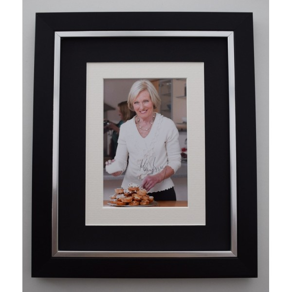 Mary Berry SIGNED 10X8 FRAMED Photo Autograph Display TV GBBO    Memorabilia  AFTAL & COA perfect gift