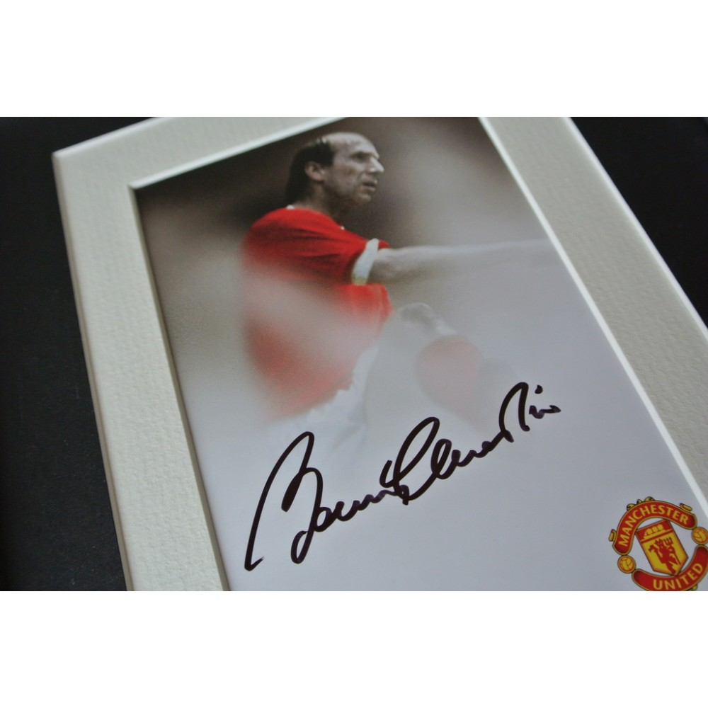 Bobby Charlton Signed 10x8 Framed Photo Display Man Utd Autograph Memorabilia