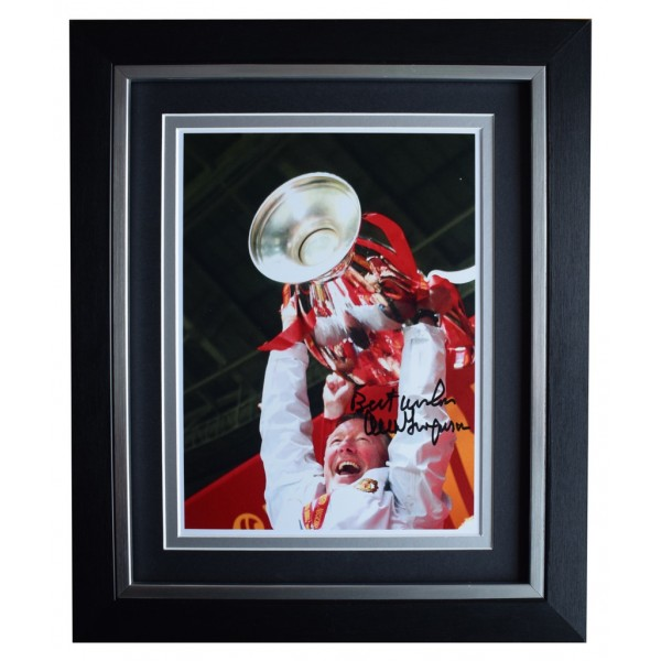 Alex Ferguson SIGNED 10x8 FRAMED Photo Autograph Display Manchester United AFTAL  COA Memorabilia PERFECT GIFT