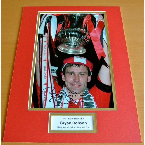 Bryan Robson SIGNED autograph 16x12 photo mount display Manchester United & COA PERFECT GIFT