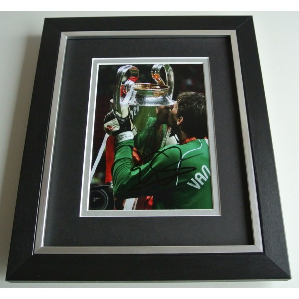 Edwin van der Sar SIGNED 10X8 FRAMED Photo Autograph Display Manchester United COA AFTAL Memorabilia PERFECT GIFT