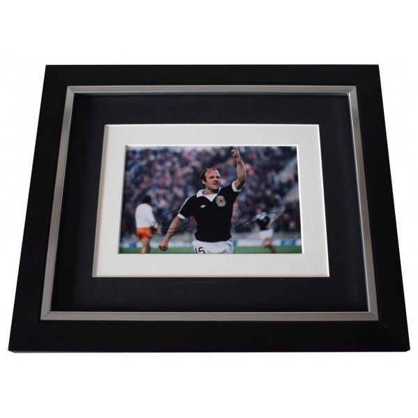 Archie Gemmill SIGNED 10x8 FRAMED Photo Autograph Display Scotland Football AFTAL  COA Memorabilia PERFECT GIFT