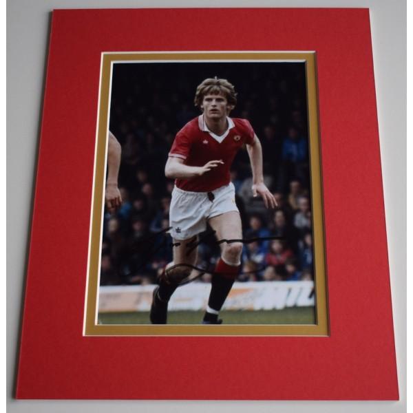 Gordon McQueen Signed Autograph 10x8 photo display Manchester United AFTAL & COA Memorabilia PERFECT GIFT