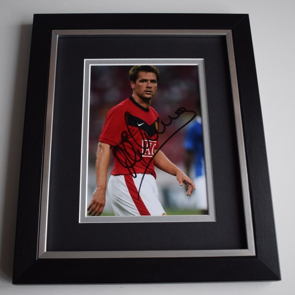Michael Owen SIGNED 10X8 FRAMED Photo Autograph Display Manchester United    AFTAL &  COA Memorabilia   perfect gift