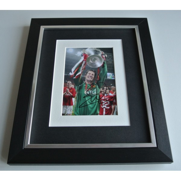 Edwin van der Sar SIGNED 10x8 FRAMED Photo Autograph Display Manchester United COA & AFTAL Memorabilia PERFECT GIFT