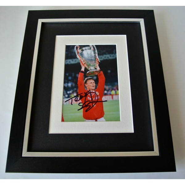 Teddy Sheringham SIGNED 10X8 FRAMED Photo Autograph Display Manchester United