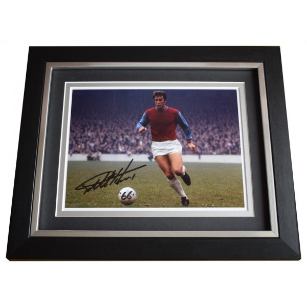 Geoff Hurst SIGNED 10x8 FRAMED Photo Autograph Display West Ham Football  AFTAL  COA Memorabilia PERFECT GIFT