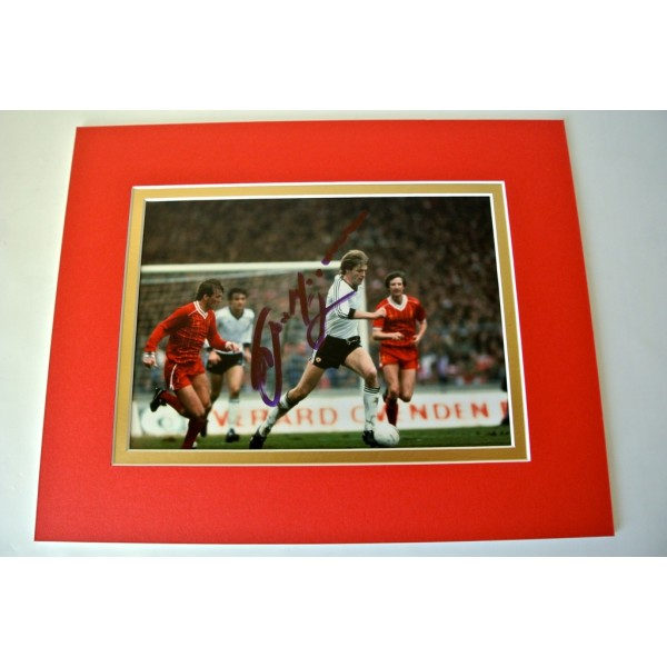 Gordon McQueen Signed Autograph 10x8 photo display Manchester United PROOF & COA