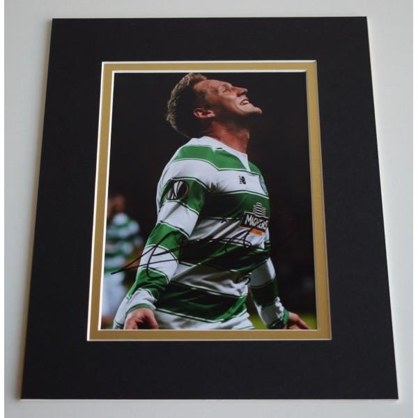 Kris Commons Signed Autograph 10x8 photo display Celtic Football AFTAL COA AFTAL MEMORABILIA