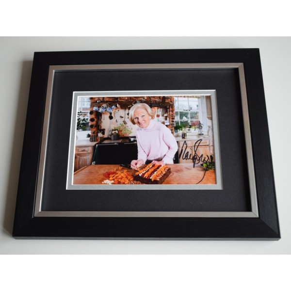 Mary Berry SIGNED 10X8 FRAMED Photo Autograph Display Bake Off TV CHEF AFTAL & COA MEMORABILIA