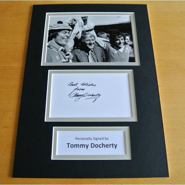 TOMMY DOCHERTY HAND SIGNED AUTOGRAPH A4 PHOTO DISPLAY MAN UNITED GIFT & COA PERFECT GIFT