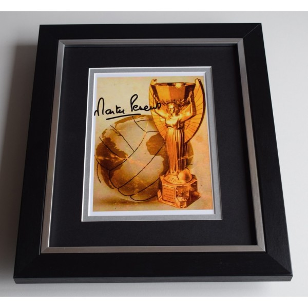 Martin Peters SIGNED 10X8 FRAMED Photo Autograph England World Cup 1966 Display COA AFTAL FOOTBALL MEMORABILIA