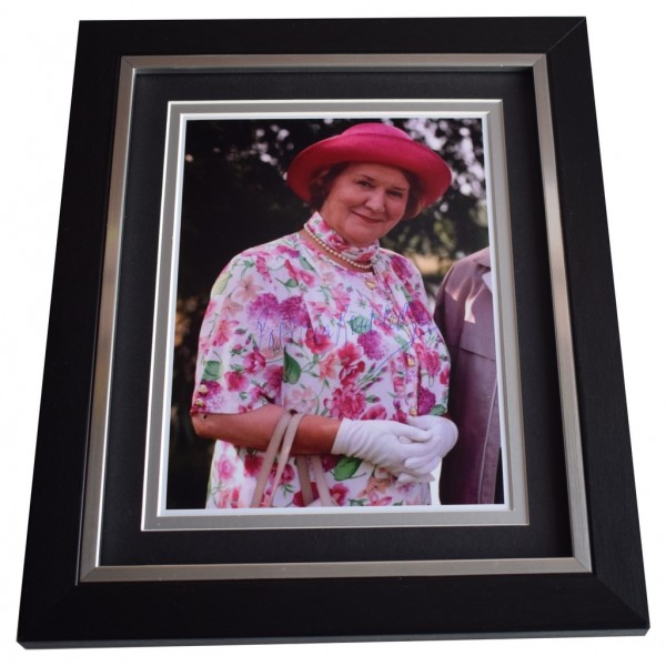 Patricia Routledge SIGNED 10x8 FRAMED Photo Autograph Display TV  AFTAL  COA Memorabilia PERFECT GIFT