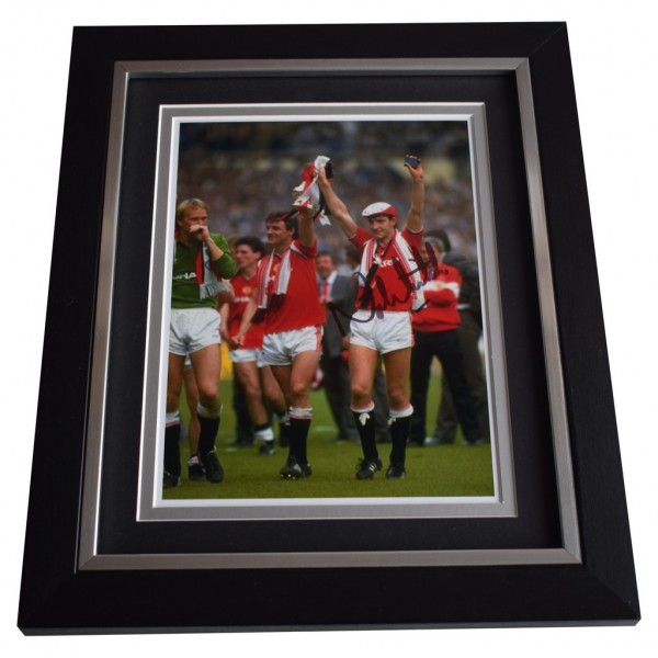Norman Whiteside SIGNED 10x8 FRAMED Photo Autograph Display Manchester Utd AFTAL  COA Memorabilia PERFECT GIFT