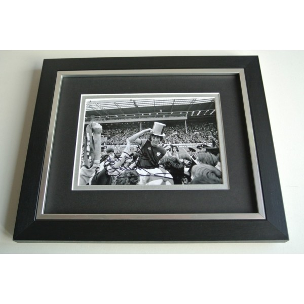 Trevor Brooking SIGNED 10X8 FRAMED Photo Autograph Display West Ham United PROOF  AFTAL & COA Memorabilia PERFECT GIFT