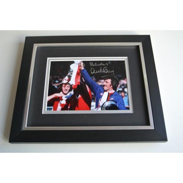 Alex Stepney SIGNED 10X8 FRAMED Photo Autograph Display Manchester United AFTAL & COA Memorabilia PERFECT GIFT