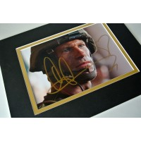 Aaron Eckhart Signed Autograph 10x8 photo display War Film Battle Los Angeles  PERFECT GIFT