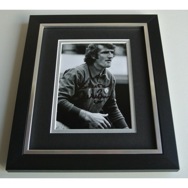 Alex Stepney SIGNED 10X8 FRAMED Photo Autograph Display Manchester United AFTAL & COA Memorabilia PERFECT GIFT