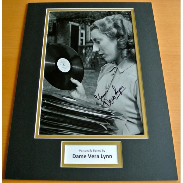 VERA LYNN HAND SIGNED AUTOGRAPH 16x12 PHOTO MOUNT DISPLAY WW2 SWEETHEART              PERFECT GIFT