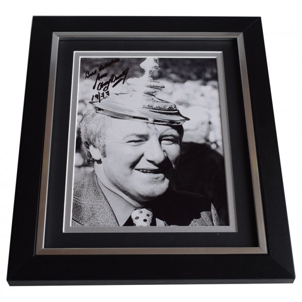 Tommy Docherty SIGNED 10X8 FRAMED Photo Autograph Display Manchester United   AFTAL & COA Memorabilia PERFECT GIFT