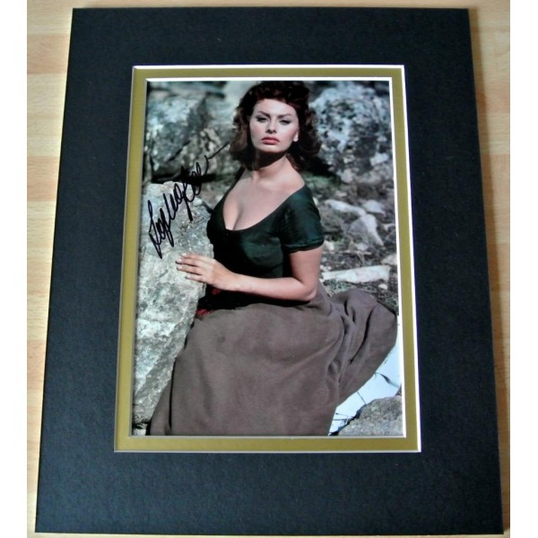 SOPHIA LOREN HAND SIGNED AUTOGRAPH 10X8 PHOTO MOUNT DISPLAY HOLLYWOOD FILM & COA   PERFECT GIFT