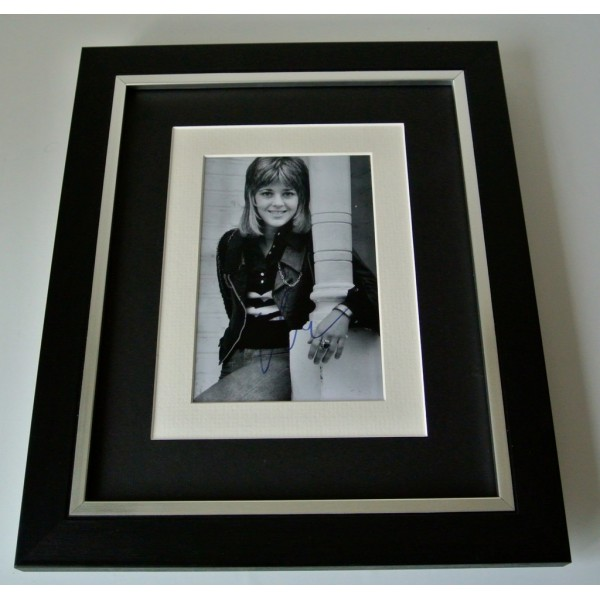 Suzi Quatro SIGNED 10x8 FRAMED Photo Autograph Display Music Memorabilia & COA   PERFECT GIFT