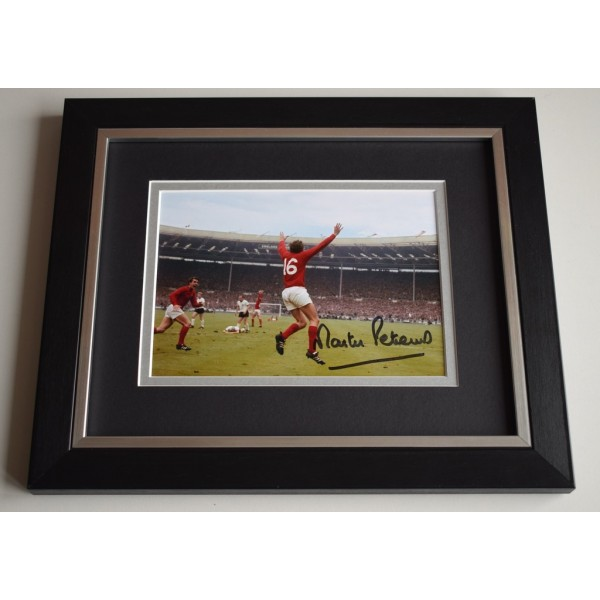 Martin Peters SIGNED 10X8 FRAMED Photo Autograph England Football Display AFTAL & COA Memorabilia PERFECT GIFT