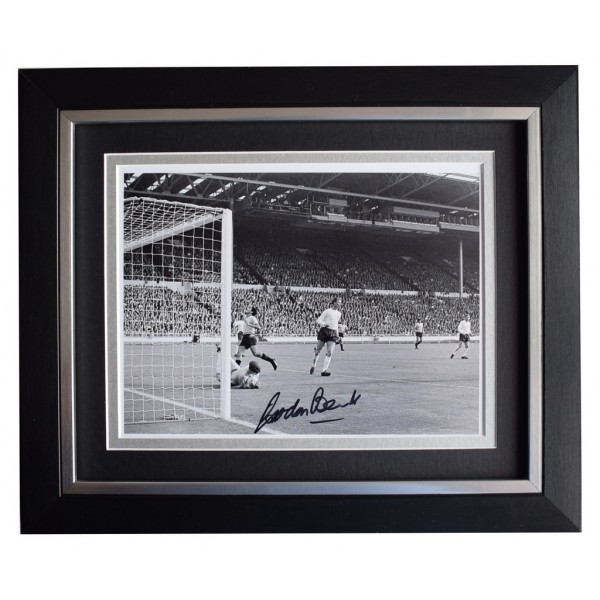 Gordon Banks SIGNED 10x8 FRAMED Photo Autograph Display England Football AFTAL  COA Memorabilia PERFECT GIFT
