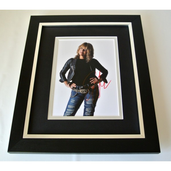 Suzi Quatro SIGNED 10x8 FRAMED Photo Mount Autograph Display Music & COA   PERFECT GIFT