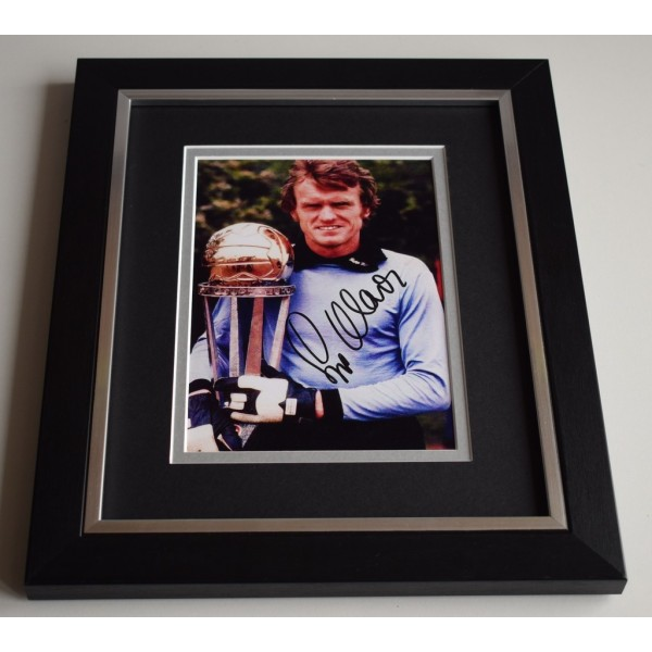 Sepp Maier SIGNED 10X8 FRAMED Photo Autograph Germany Football  AFTAL & COA Memorabilia PERFECT GIFT