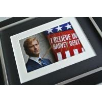Aaron Eckhart SIGNED 10x8 FRAMED Photo Autograph Display Batman Film & COA         PERFECT GIFT