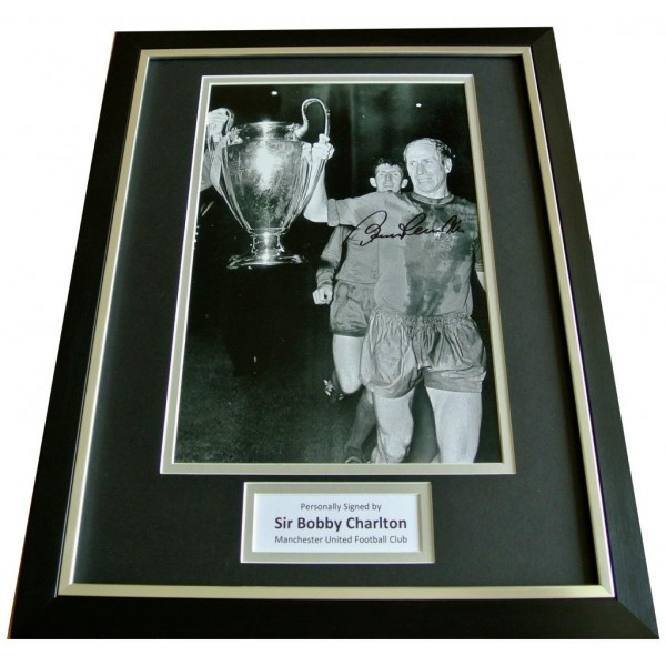 BOBBY CHARLTON HAND SIGNED & FRAMED AUTOGRAPH PHOTO DISPLAY MAN UNITED & COA   PERFECT GIFT