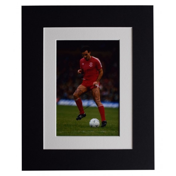 Willie Miller Signed Autograph 10x8 photo display Aberdeen Football  AFTAL  COA Memorabilia PERFECT GIFT