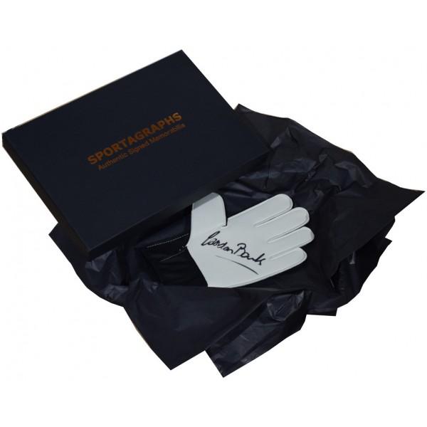 Gordon Banks SIGNED Goalkeeper Glove Autograph Gift Box England Stoke City  AFTAL &  COA Memorabilia PERFECT GIFT