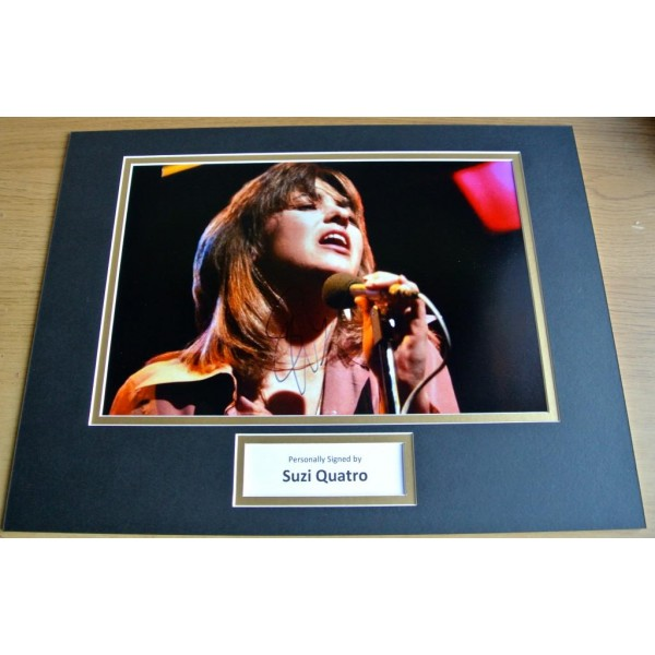 Suzi Quatro SIGNED autograph 16x12 photo mount display Music  AFTAL & COA Memorabilia PERFECT GIFT