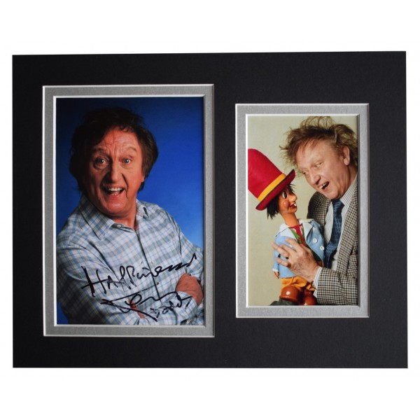 Ken Dodd Signed Autograph 10x8 photo display Liverpool Comedian  AFTAL  COA Memorabilia PERFECT GIFT