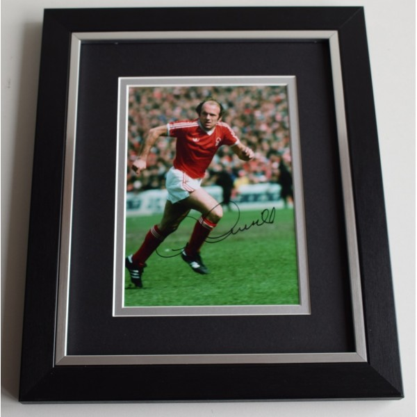 Archie Gemmill SIGNED 10X8 FRAMED Photo Autograph Nottingham Forest AFTAL & COA Memorabilia PERFECT GIFT