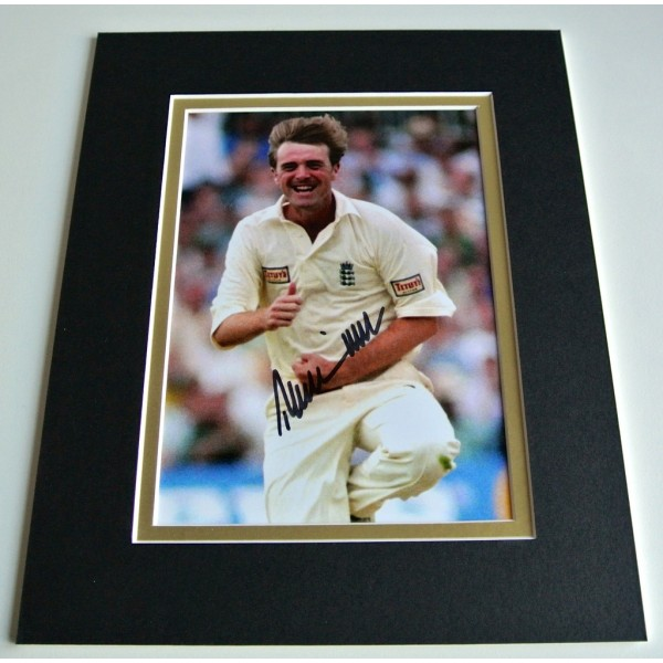 Phil Tufnell Signed Autograph 10x8 photo mount display England Cricket & COA PERFECT GIFT