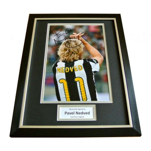 PAVEL NEDVED HAND SIGNED & FRAMED 16x12 AUTOGRAPH PHOTO DISPLAY JUVENTUS & COA       PERFECT GIFT