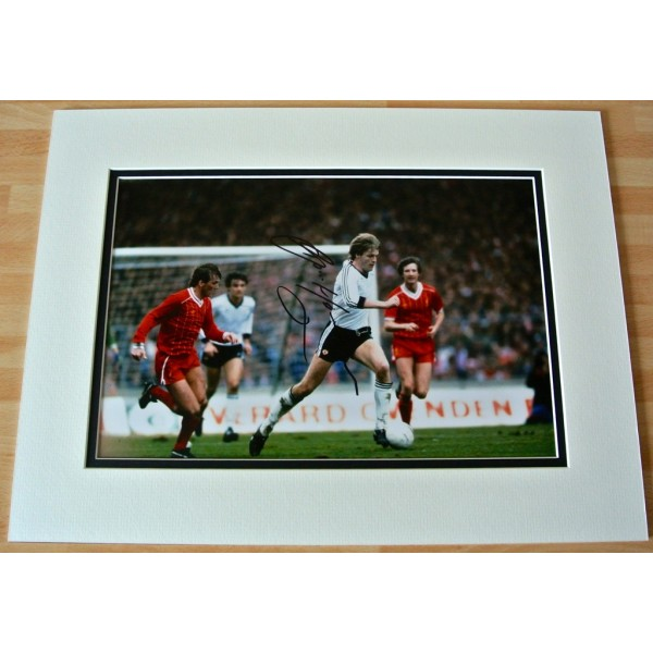 Gordon McQueen SIGNED autograph 16x12 photo Mount display Manchester United COA        PERFECT GIFT