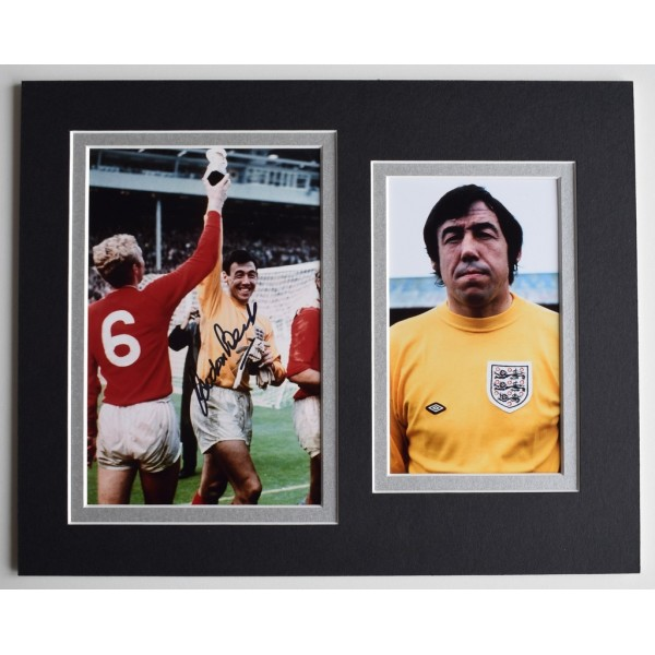 Gordon Banks Signed Autograph 10x8 photo display England Football  AFTAL  COA Memorabilia PERFECT GIFT