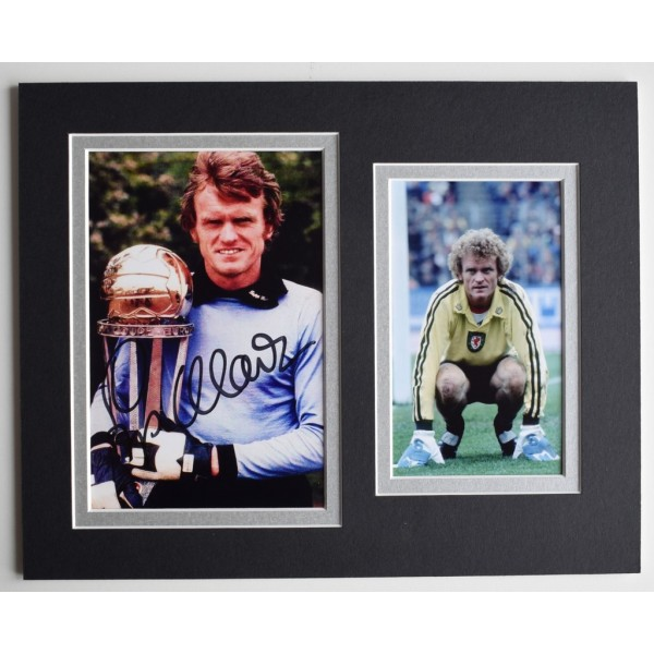 Sepp Maier Signed Autograph 10x8 photo display Germany Football  AFTAL  COA Memorabilia PERFECT GIFT