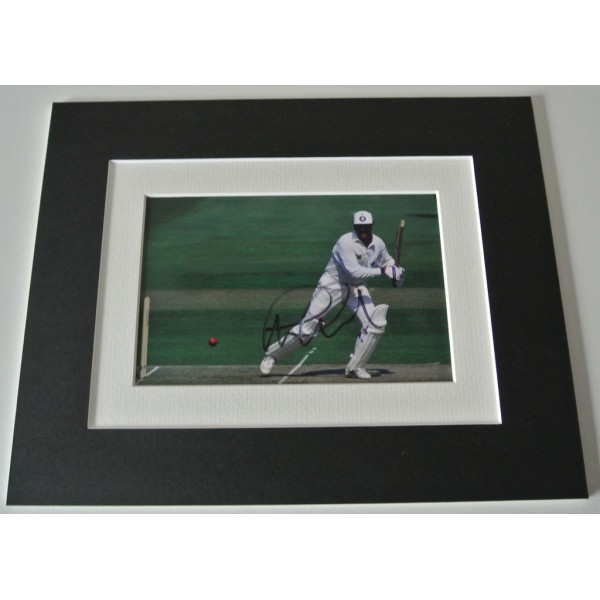 Graham Gooch Signed Autograph 10x8 photo mount display England Cricket & COAPERFECT GIFT