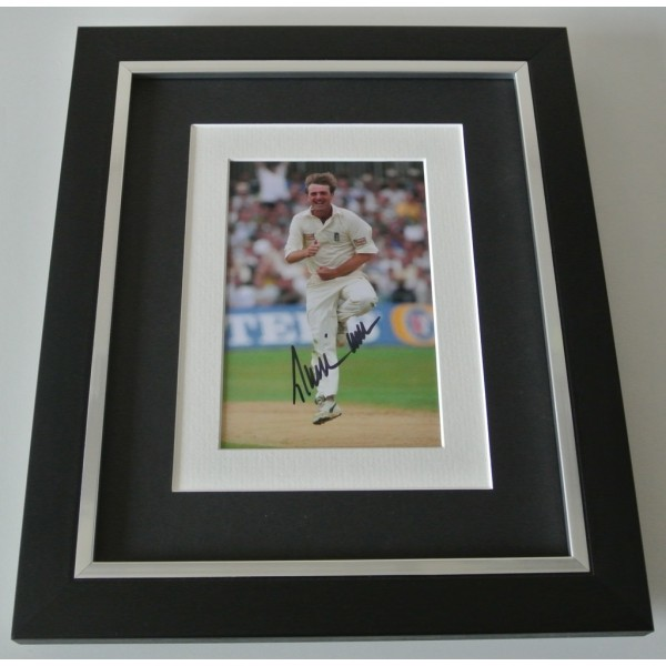 Phil Tufnell SIGNED 10x8 FRAMED Photo Autograph Display England Cricket & COA    PERFECT GIFT