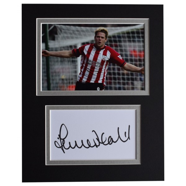James Beattie Signed Autograph 10x8 photo display Southampton Football  AFTAL  COA Memorabilia PERFECT GIFT