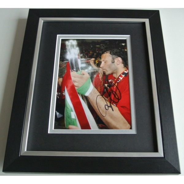 Ryan Giggs SIGNED 10X8 FRAMED Photo Autograph Display Manchester United & COA  PERFECT GIFT
